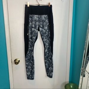 Athleta black and white floral with pockets